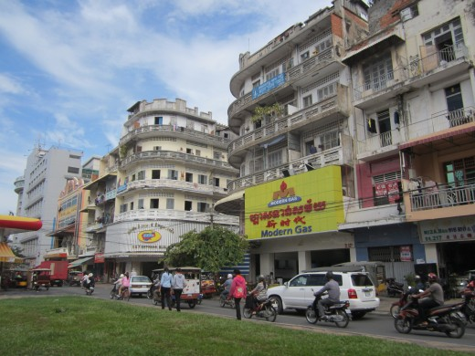 living in phnom penh picture